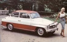Tvåfärgslackering var högsta mode 1959 når Octavia visades. Grillen påminner om den på 1956 års Renault Frégate.