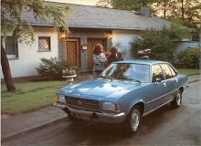 Nu står modellåret 1972 för dörren och Rekord D skall göra entré. I reklamen kallades den Rekord II. Internbeteckningen D kunde ju misstolkas att betyda dieselmotor, fast det fanns också att få nu.