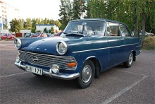 Rekord PII var en ganska omfattande face-lift av den föregående modellen men det tekniska var oförändrat. Den tillverkades bara som årsmodellerna '61 och '62. Nu fanns också en coupé. Opel odlade en koncernstil där Kapitän kom först och Rekord tog efter.