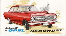 Bilen på bilden heter Rune Röd och är kompis med Bertil Blå, den minnesvärda Rekord A som Klassiker hade som redaktionsbil förra året.