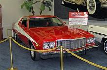 """Ford Torinon från filmen """"Starsky and Hutch"""". Förutom den vita dekorlinjen så skiljde sig bilen i tv-serien och filmen från produktionsmodellen på så vis att fälgarna var slot mags med bredare bakdäck."""