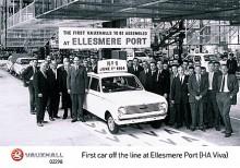 Stolt fabriksledning vid Vauxhalls fabrik i Ellesmore poserar vid den först Vivan som tillverkades i den nya fabriken 1964.