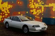 En 1980-talsdröm i pärlemovitt, Alpine GT V6 Turbo (den kallades GTA i England, eftersom PSA ägde Alpine-namnet där).
