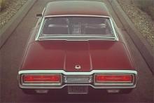 Läckert bakparti på 1964 års T-bird.