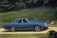 Och vad har vi här då? 1968 års Thunderbird i fyrdörrarsutförande med landaulettak var långt ifrån den smäckra roadster som lanserades på 1950-talet. Men rolig är den.