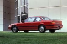 Prelude nummer tre var vid en första anblick väldigt lika tvåan men var faktiskt helt ny när den kom som 1988 års modell. Tio centimeter längre och med lägre front var den fortfarande trogen Hondas stilideal på 1980-talet. Prelude kunde också fås med 4WS, fyrhjulsstyrning som var mekaniskt styrd och som gav bättre följsamhet i kurvorna och en snävare vändcirkel.