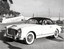 Franska Ford lät 1951 karossmakaren Facel med Vedette som bas bygga en vacker coupé som döptes till Ford Comète. Den hade Vedettes lilla V8-motor men från 1954 monterades i stället den stora flathead V8:an på 3,9 liter, varefter bilen kallades Comète Monte-Carlo. Utvändigt skilde sig denna från den första Comète genom ett glest rutnät i grillen, ett scoop på huven och trådekerhjul. Tillverkningen upphörde på sommaren 1955 sedan Simca tagit över Fords franska fabriker.