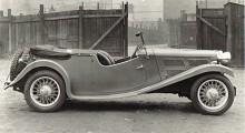 Triumph vann en klasseger i 1934 års Monte Carlorally. Förare var Donald Healey, då experimentingenjör hos Triumph som ännu var en självständig tillverkare. Den Triumph Gloria Monte Carlo som han utvecklade blev inte klar i tid till rallyt 1934 men producerades som katalogmodell till 1935. Den hade halvtoppmotor från Coventry Climax på 1232 cc och 48 hk