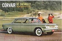 Den första årsmodellen 1960 representeras här av en Corvair 700 i introduktionsfärgen Cascade Green. Broschyren var ovanligt teknikspäckad, det gällde att övertyga om de VW-liknande lösningarna.