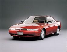 Eunos Cosmo var en stor och lyxig coupé tillverkad 1990-1995. Eunos var ett märke introducerat av Mazda för att motsvara Lexus hos Toyota men blev aldrig riktigt självständigt och såldes inte på export. Eunos Cosmo går till historien som den enda serietillverkade personbilen med trerotors wankelmotor. Varje kammare var på 654 cc. Motorn motsvarade därmed en kolvmotor på 3924 cc. Effekten var 280 hk DIN.