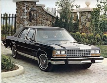 Det var inga stora förändringar år från år, detta är en 86:a. Lincoln Town Car var i grunden samma bil som Crown Vic, men Ford tog mera betalt för märket Lincoln.