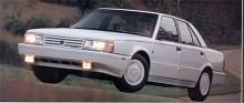 Den här bilen hör egentligen inte hit, för den är av märket Eagle. Modellen är från 1990 och heter Premier. Den är baserad på Renault 25 men tillverkad i USA. Bilar från Mitsubishi och Chrysler såldes också under namnet Eagle som slutligen lades ner 1999.