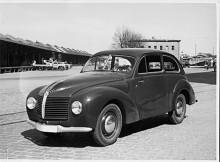 En Aero Minor 1950 fotograferad vid Norra Station i Stockholm. Det var en ganska avancerad liten bil med bra köregenskaper. Den hade kunnat bli en succé om den inte byggts i den usla kvalitet som följde av den kommunistiska planekonomin.