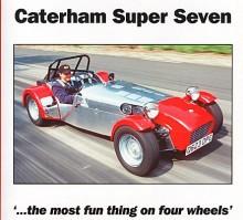 En Caterham Super Seven 1995 som just byggts klar och är ute på jungfrutur. Motorn är en stötstångsfyra på 1,6 liter från Ford.