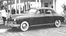 Strikta linjer och vita däcksidor. En rymlig och modern om än konventionell bil under skalet.