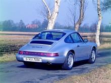 Med 964-generationen av 911 fick modellen en kraftig modernisering. Carrera 4 anger att det här är en fyrhjulsdriven 911.