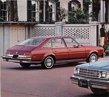 GM:s A-body var helt ny 1978 och Buick Century kom liksom Oldsmobile Cutlass som fast-backs. Det blev inte så omtyckt av köparna så 1980 blev Buick notch-backs igen. Broschyren teg om hästkraftsantalet, det hade minskat rejält som en följd av tidens primitiva teknik för avgasrening.