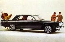 1963: Efter att Chrysler lurats att krympa sina modeller inför 1962 i tron att konkurrenterna skulle göra det, blev de lite större igen 1963. Polara fick längre axelavstånd och mer ornamentering. Klart att folk tittade…