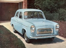 När Anglia fick ny kaross 1959 fick Prefect behålla sin men fick del av Anglians nya framvagn och toppventilsmotor på 997 kubik.