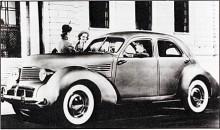 Den initierade ser att Hupmobile Skylark har Cordkaross. Karossverktygen kom från Cords konkursbo och användes också för koncernsyskonet Graham, som då fick modellnamnet Hollywood. Båda märken lades ned efter 1941 men företaget blev grunden för Kaiser och Frazer efter Andra Världskriget.