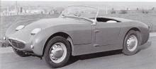 Så här var det tänkt med fällbara strålkastare men det blev för dyrt. De glosögon som kom i stället gav bilen dess karaktär och smeknamnet Frogeye.