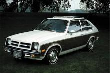Småbil eller inte, i USA gick det ändå att smacka på sidopaneler i fejkat trä och takbågar. Resten av det speciella amerikanska utseendet såg lagstiftning till; jättestötfångarna och de speciella strålkastarna. Chevrolet Chevette tillverkades mellan 1975 och 1987.