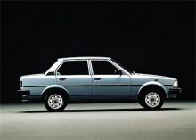 Corolla med pressveck! 1979 kom en Corolla med betydligt kantigare linjer.