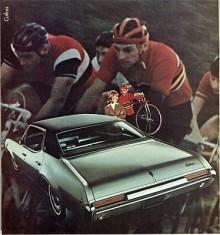 Kompaktbilarna från 1961 växte snabbt både i storlek och i modellutbud. Cutlass av år 1968 är en egen serie skild från F-85. På bilden en Cutlass Supreme Holday Sedan.