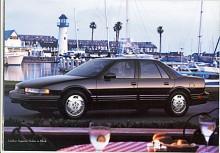 Näst sista upplagan av Cutlass Supreme representeras här av 1996 års modell. På 1990-talet blev GM:s bilar alltmera identitetslösa. Dt bestämdes att Olds skulle omprofileras för att ta upp konkurrensen med japanska premiummodeller. Det gick inte så bra och 2004 lades USA:s äldsta märke ned.
