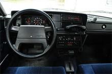 Interiör från en Volvo 244 som rullat i Stockholm som polisbil.