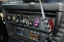 """På 1980-talet var batterikapacitet fortfarande ett problem på polisbilarna. Därför finns det här en knapp där det står """"Stadsljus"""", vilket var ett svagare halvljus som kunde användas för att spara ström."""