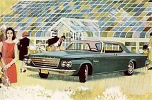 Den hukande mannen, har han för avsikt att lukta på blommorna eller ska han bara kolla att innerbelysningen inte drar ur batteriet på denna Chrysler Newport från 1963.