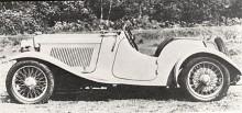 Vanligare var Lagonda Rapier med roadsterkaross. Den avancerade konstruktionen gjorde bilen dyr för sin storlek och därmed svårsåld. Lagonda lade ned modellen i slutet av 1935 men dess konstruktör Tim Ashcroft tog över rättigheterna och fortsatte att bygga bilen i egen regi under märkesnamnet Rapier ända till 1939.