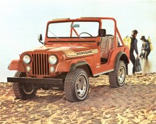 Egentligen var Renegade ett dekal- och utrustningspaket som 1970 först erbjöds till CJ-5. Under några år ingick V-8 men den blev senare tillgänglig i CJ-5 även utan dekaltrimning. På bilden en 76:a.