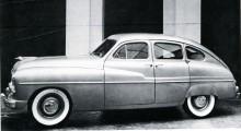 En rumphuggen amerikanare!? Nej, faktiskt en Vedette 1949 tillverkad i Frankrike. Men motorn är en amerikansk V8!