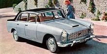 Flaminias formgivning initierades av en utställningsbil kallad Florida och ritad av Pinin Farina. Den hade mothängda dörrar och ingen B-stolpe, men produktionsbilen blev en mer konventionell Berlina med panoramaruta enligt tidens mode. En stor och imposant bil.