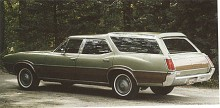 Vista-Cruiser fanns kvar som modellnamn till 1977 men från 1973 var glastaket reducerat till en vanlig sollucka i glas. Bilden visar en 72:a, sista årsmodellen med förhöjt tak med glaspaneler.
