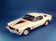 Året därpå, 1975 blev bakrutan större. Här syns en Camaro av 1977 års modell.