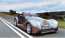 Slutligen Morgan Aero 8. Den i särklass fulaste Morganbil som framställts, fast det var aldrig någon motorjournalist som vågade säga av någon slags påklistrad vördnad inför den lilla, lilla bilfabriken som gör allt bakvänt och omodernt men lyckas ändå. Aero 8 har ruggiga prestanda med V8 från BMW. Vid senaste uppdateringen har den gjorts en gnutta mindre vindögd - men är fortfarande något av det fulaste som går att hitta. Morgan Aero Eight har redan haft namnsdag den 28/3 men får vara med ändå. Vi tycker nämligen lite synd om den.