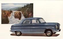 Consul och dess sexcylindriga systermodell Zephyr Six (se Namnsdagsbilen 10 maj!) var de första riktigt moderna konstruktionerna från Ford. Självbärande kaross och toppventiler hade ingen Ford förut haft och framhjulsupphängningen var den epokgörande MacPherson. Det var också första gången Ford i England vågade sig på hydrauliska bromsar! Premiär oktober 1950 i London men bilden visar en 54:a med större kromprakt.
