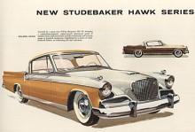 Studebaker var mästare i att med små medel skapa intryck av något helt nytt fast man jobbade med samma grundkaross de sista 14 årsmodellerna. Med ny front, pålagda fenor i plast och en ny ytterpressning på bakluckan såg Golden Hawk 1956 helt annorlunda ut än den smäckra Commander Hardtop från 1953. Det fanns 1956 fyra olika Hawks; Golden Hawk (bilden) och Sky Hawk var hardtops medan Power Hawk och Flight Hawk var coupéer med B-stolpe. Alla hade V8 utom Flight Hawk som var sexcylindrig.