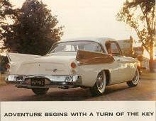 Inför 1957 var antalet Hawk på Studebakers program reducerat till två, Golden Hawk (på bilden) och Silver Hawk. V8:an i Golden Hawk gav 275 hk tack vare en kompressor från McCulloch. Silver Hawk var B-stolpad och kunde fås med V8 eller sexa. Femtioåttorna var i stort oförändrade.