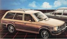 Mercury Lynx var amerikaniserad med mera krom än sin europeiska kusin. Den lilla kombin kunde fås som en Woody med fuskträapplikationer på sidan. Det var i 1980-talets USA inte längre något konstigt med småbilar och Escort och Lynx hamnade flera år högt i försäljningsstatistiken.