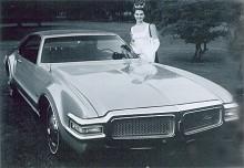 Redan efter endast två års produktion bytte Toronado ansikte. 1968 skulle alla Oldsmobile ha delad grill men Toronadons grunddrag de var de samma.