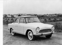 En Aronde P 60 av årsmodell 1959 i den nya stramare stilen. Två år senare ersattes den Ford Fairlane-liknande sidodekoren med en enkel rak kromlist. Tillverkningen av Aronde upphörde på våren 1963 men överblivna exemplar såldes i Frankrike även 1964.