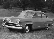Henry J var en för amerikanska förhållanden liten bil som såldes 1950-1954 av Kaiser-Frazer Corporation. Den fanns både med sexa och fyra och var mycket enkel i utförandet. Corsair de Luxe var lyxmodellen som till och med hade koffertlucka!