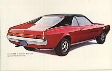 Denna och förra bilden visar toppmodellen AMC Javelin SST av 1969 års modell. Formgivningen var lyckad. De små överhängena accentuerade hjulbasen och bilen såg lång och låg ut. Det fanns också en tvåsitsig variant på kort hjulbas som hette AMX. Den satte 106 hastighetsrekord under ledning av Craig Breedlove som då höll världsrekordet i hastighet på land.