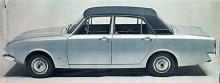 Med 2000E uppgraderades Ford Corsair 1967 till det som i tjänstebilarnas hemland England kallades executive class. Med vinyltak, bucket seats och träpanel samt med mindre krom såg 2000E riktigt lyxig ut. V4:an på två liter var med hjälp av en Weberförgasare uppskrämd till 97 hk.