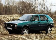 Kanske den mest udda versionen av Golf hette Country och tillverkades i ett drygt år, mellan april 1990 och oktober 1991 av österrikiska Steyr-Puch. Baserad på en fyrdörrars Golf II syncro var Country rejält höjd med 15-tumshjul och en markfrigång på 18 cm. Fyrhjulsdriften var ganska enkel med en viskokoppling som såg till att bakhjulen kopplades in när friktionen för de normalt sett drivande framhjulen blev för stor. Endast 7 735 exemplar av Golf Country tillverkades, en solklar klassiker!