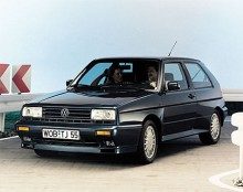 """Bara 5 000 exemplar byggdes av Golf Rallye, precis så många som krävdes för att kunna homologisera modellen för att delta i WRC. Med hjälp av en """"G-formad"""" kompressor, G-lader, överladdades 1,8-litersmotorn till 160 hk."""